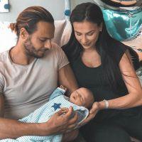 """Julie Ricci maman : """"un peu fatiguée"""", elle dévoile des photos de son bébé"""