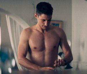 Pierre Niney métamorphosé pour son rôle dans Sauver ou périr : ses muscles enflamment Instagram.