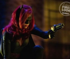 Arrow, Flash, Supergirl : Batman aux côtés de Batwoman dans le crossover ?