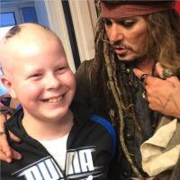 Johnny Depp : déguisé en Jack Sparrow, il rend visite aux enfants malades d'un hôpital de Paris