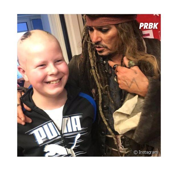 Johnny Depp rend visite aux enfants de l'Institut Curie à Paris le 27 décembre 2018