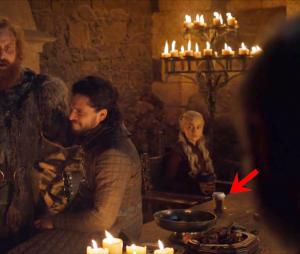 Game of Thrones : gobelet laissé sur la table, Sophie Turner balance le coupable