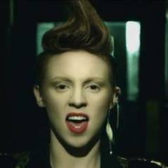 La Roux ... Regardez la version US du clip In For The Kill