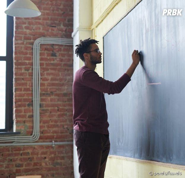 Confinement : des profs vont donner des cours à la télé, en direct sur France 4