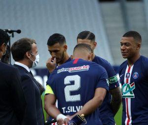Kylian Mbappé blessé par Loïc Perrin en plein match PSG contre Saint-Etienne (1-0) : il remporte la finale de la Coupe de France mais termine en béquilles