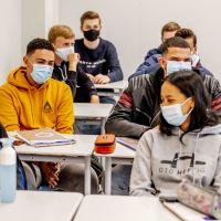 Reconfinement : les collégiens et lycéens français prouvent l'absence de distanciation à l'école