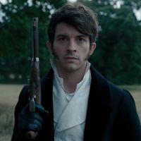 """Jonathan Bailey (La Chronique des Bridgerton) """"traumatisé"""" par le succès de la série"""