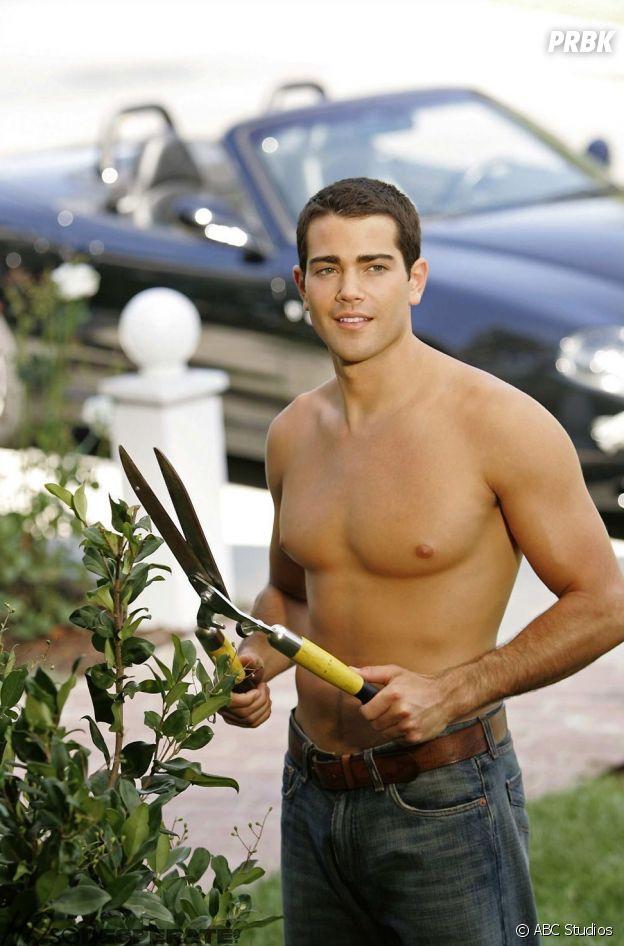 Desperate Housewives bientôt en reboot ? Jesse Metcalfe alias John Rowland, le jardinier beau gosse de Gaby (Eva Longoria), donne son avis et avoue qu'il dirait oui pour reprendre son rôle