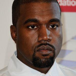 Kanye West : sa 1ère paire de Yeezy vendue 1,8 million de dollars, un record