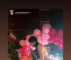 Maeva Ghennam lors de son anniversaire à Dubaï : elle embrasse le sac Birkin d'Hermès que Hicham lui aurait offert