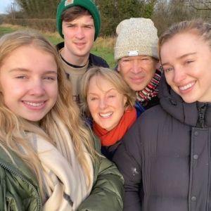 Phoebe Dynevor : on vous présente la famille de la star de La Chronique des Bridgerton