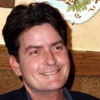 Charlie Sheen ... il veut faire un geste pour l'équipe de Mon Oncle Charlie