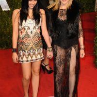 Madonna ... Sa robe transparente et ses fesses aux Oscars 2011