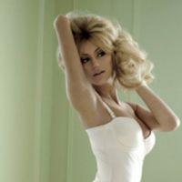 Zahia ... VIDEO ... making-of de son shooting sexy dans V Magazine sur Zahia.com