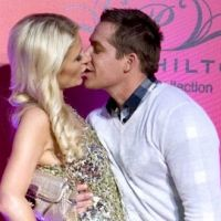 Paris Hilton et Cy Waits ... Soupe de langues sur le tapis rouge (PHOTOS)