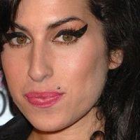 Amy Winehouse sortie de rehab ... boire et mourir, il faut choisir