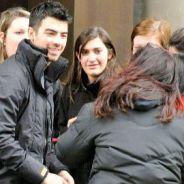 Joe Jonas ... un accueil très chaleureux par ses fans à Paris (VIDEO)