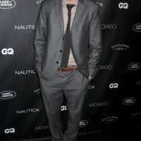 Ashton Kutcher : sans Demi Moore chez GQ, rien ne va plus (PHOTOS)