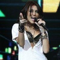 Miley Cyrus : son retour sur scène avec The Climb (VIDEO)