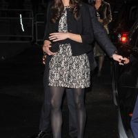 Kate Middleton a du style et le sourire en Zara (PHOTOS)