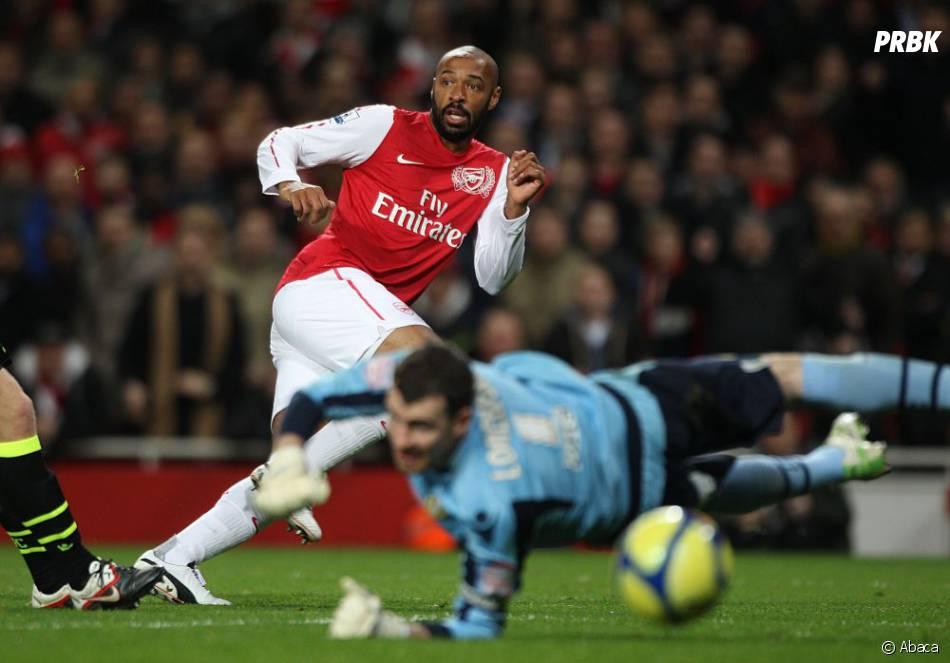Thierry Henry avec Arsenal contre Leeds tire et attend