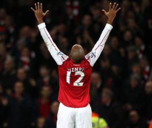 Thierry Henry célèbre son but marqué avec Arsenal contre Leeds