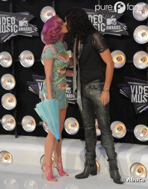 Katy Perry et Russell Brand qui s'embrassent ... de l'histoire ancienne !