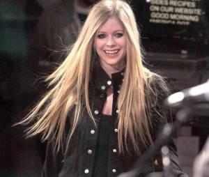Avril Lavigne a le sourire