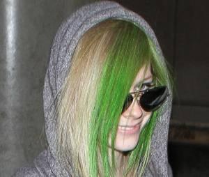 Avril Lavigne et sa célèbre mèche tantôt rose tantôt verte