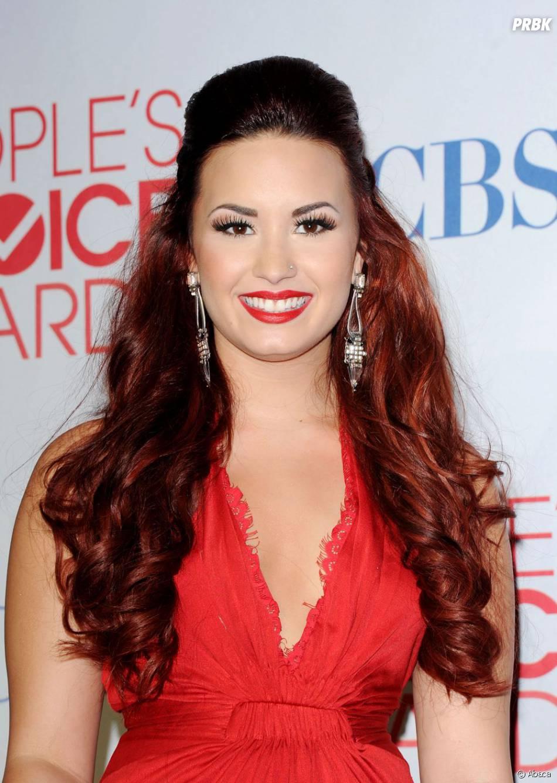 Demi Lovato, trop belle dans sa robe rouge