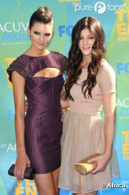 Kendall Jenner avec sa soeur Kylie sur le tapis rouge