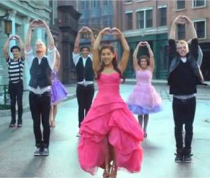 Clip de Put Your Hearts Up d'Ariana Grande