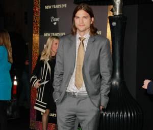Ashton Kutcher, de nouveau insulté par Charlie Sheen, reste calme