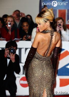 Rihanna, sur le tapis rouge des Brit Awards 2012
