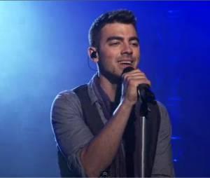 Joe Jonas joue Love Slayer en live aux AOL Sessions