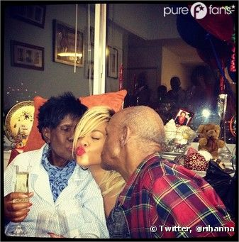 Hop ! Et un bisou de Papi/Mamie pour Rihanna !