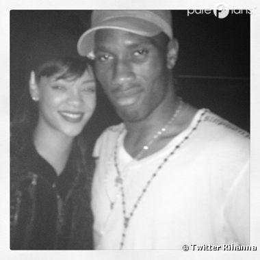 Rihanna tout sourire aux côtés de Didier Drogba