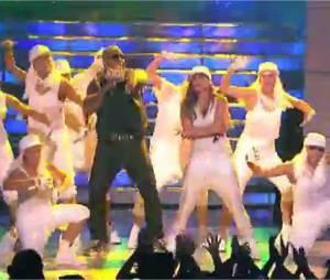 Jennifer Lopez sur la scène d'American Idol chante Goin'In