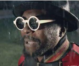 Will.i.am chante sous la pluie à Londres !
