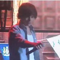 Harry Styles : dragueur ou héros en plein concert ? (VIDEO)