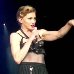 Madonna montre un sein en plein concert ! Oops (VIDEO)