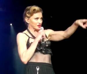 Madonna montre son sein et son téton et fait le show en Turquie !