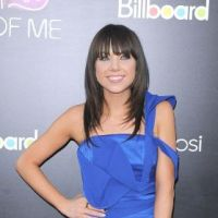 Carly Rae Jepsen : elle flashe en fluo pour soutenir Katy Perry ! (PHOTOS)