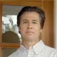 Brad Pitt : son frère Doug lui fout la honte dans une pub (VIDEO)