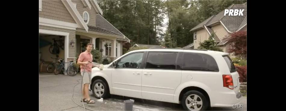 il lave sa voiture comme tout le monde. Black Bedroom Furniture Sets. Home Design Ideas