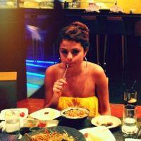 Selena Gomez : ses photos 100% junk food de son voyage avec Justin Bieber (PHOTOS)