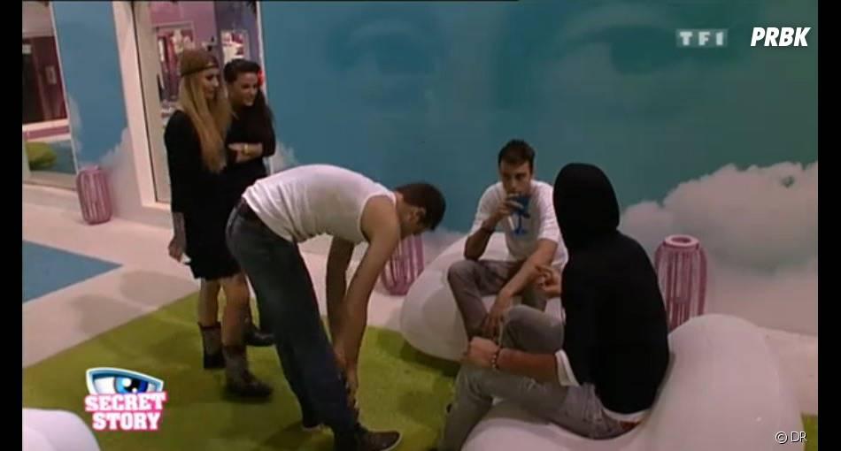 Julien promet à Thomas de faire en sorte que les 4 filles soient nominées