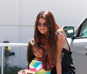 Selena Gomez pose avec une fan à L.A