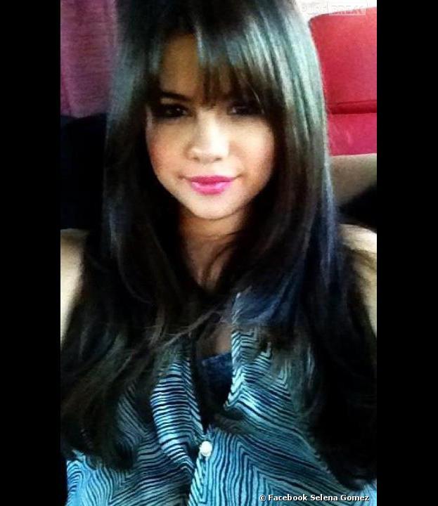 Selena Gomez adopte la frange !