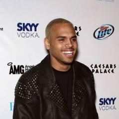 Chris Brown : un nouveau tatouage au même endroit que Rihanna ! (PHOTO)